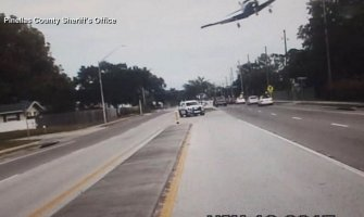 Florida: Avion pao na auto-put (VIDEO)