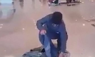 Pakistan: Otkazali mu let, on zapalio svoj prtljag na aerodromu (VIDEO)